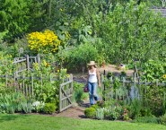 Cozy And Relaxing Country Garden Decoration Ideas You Will Totally Love 06