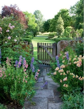 Cozy And Relaxing Country Garden Decoration Ideas You Will Totally Love 38