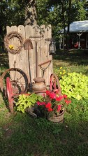 Cozy And Relaxing Country Garden Decoration Ideas You Will Totally Love 82