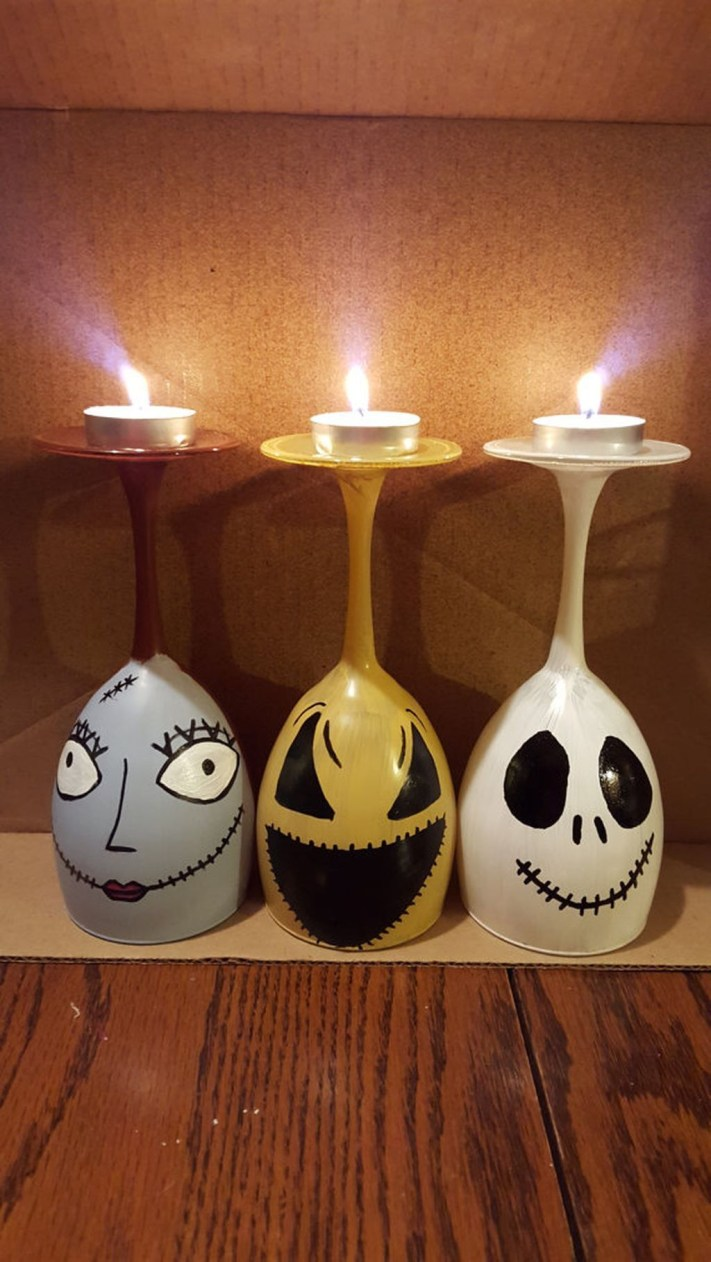 Creative DIY Christmas Candle Holders Ideas To Makes Your Room More Cheerful 25