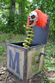 Creepy But Creative DIY Halloween Outdoor Decoration Ideas 14