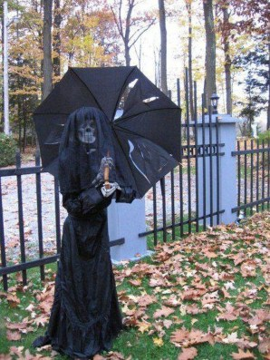 Creepy But Creative DIY Halloween Outdoor Decoration Ideas 16