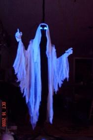 Creepy But Creative DIY Halloween Outdoor Decoration Ideas 27