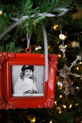Easy And Creative DIY Photo Christmas Ornaments Ideas 15