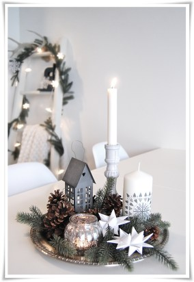 Easy And Simple Christmas Table Centerpieces Ideas For Your Dining Room 16