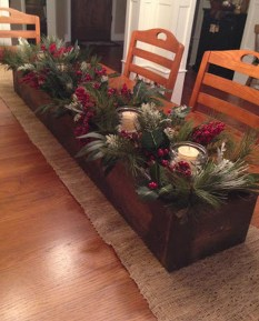 Easy And Simple Christmas Table Centerpieces Ideas For Your Dining Room 20