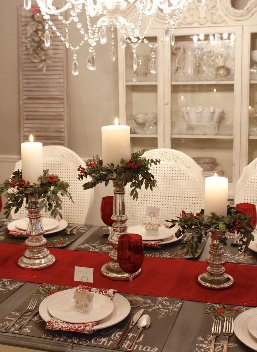 Easy And Simple Christmas Table Centerpieces Ideas For Your Dining Room 21