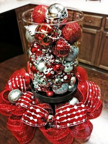Easy And Simple Christmas Table Centerpieces Ideas For Your Dining Room 31