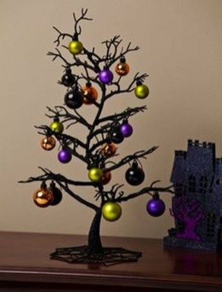 Easy And Simple Christmas Table Centerpieces Ideas For Your Dining Room 38