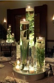 Easy And Simple Christmas Table Centerpieces Ideas For Your Dining Room 41