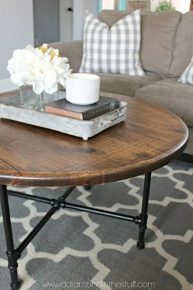 Incredible Industrial Farmhouse Coffee Table Ideas 26