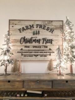 Incredible Rustic Farmhouse Christmas Decoration Ideas 20