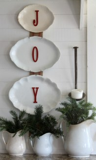 Incredible Rustic Farmhouse Christmas Decoration Ideas 32