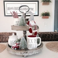 Incredible Rustic Farmhouse Christmas Decoration Ideas 34