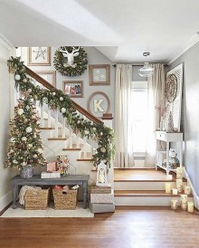 Incredible Rustic Farmhouse Christmas Decoration Ideas 42