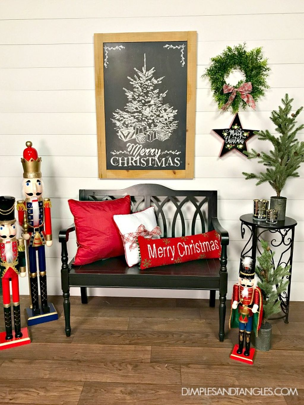 Incredible Rustic Farmhouse Christmas Decoration Ideas 46