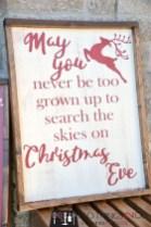 Incredible Rustic Farmhouse Christmas Decoration Ideas 53