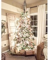 Incredible Rustic Farmhouse Christmas Decoration Ideas 55