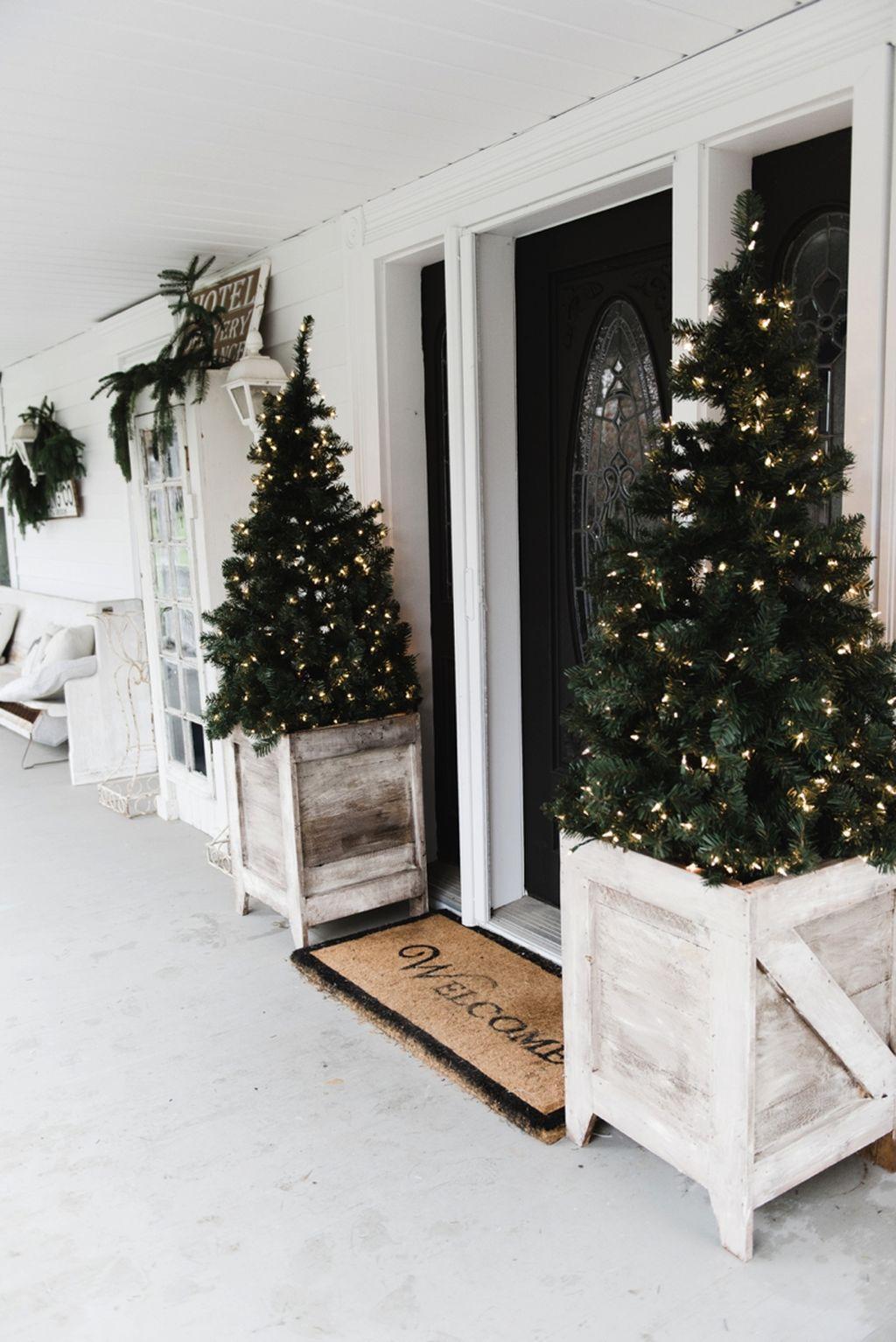Incredible Rustic Farmhouse Christmas Decoration Ideas 57