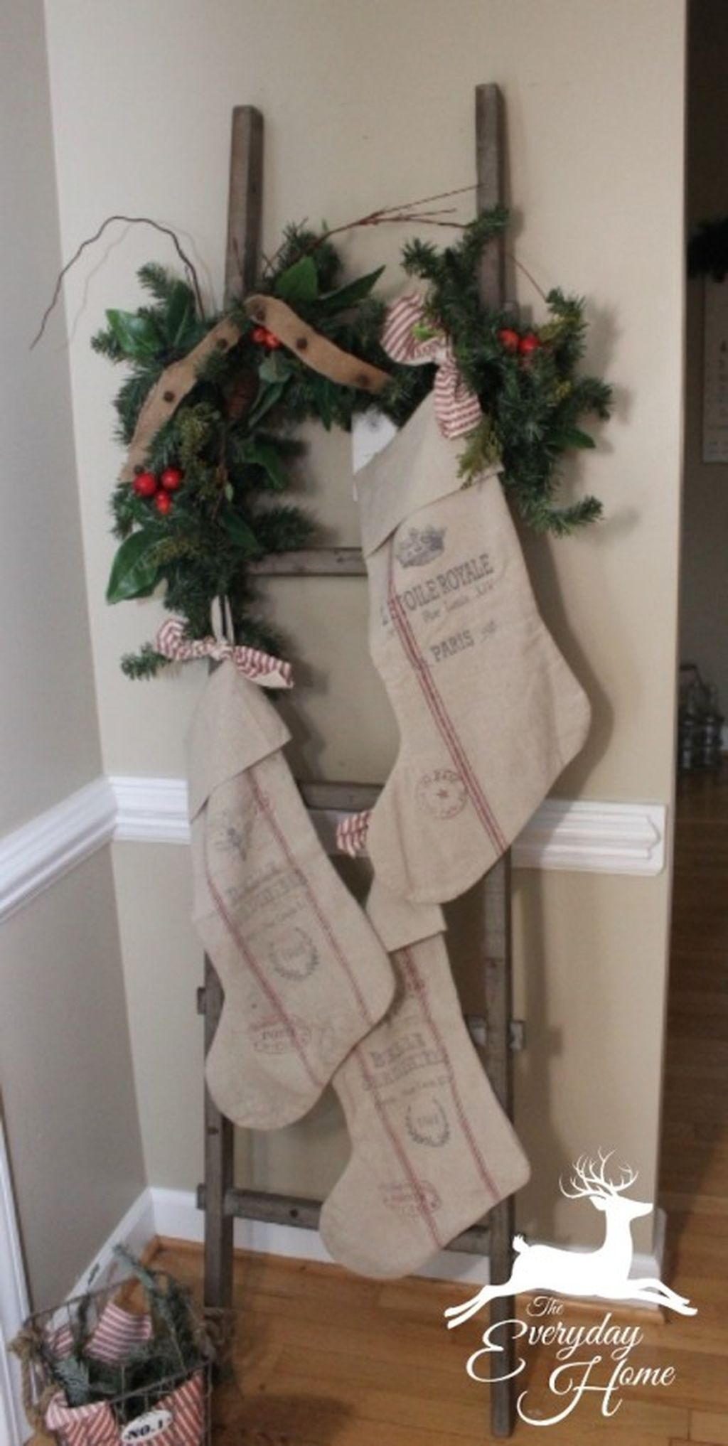 Incredible Rustic Farmhouse Christmas Decoration Ideas 63