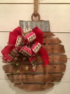 Incredible Rustic Farmhouse Christmas Decoration Ideas 67