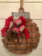 Incredible Rustic Farmhouse Christmas Decoration Ideas 67