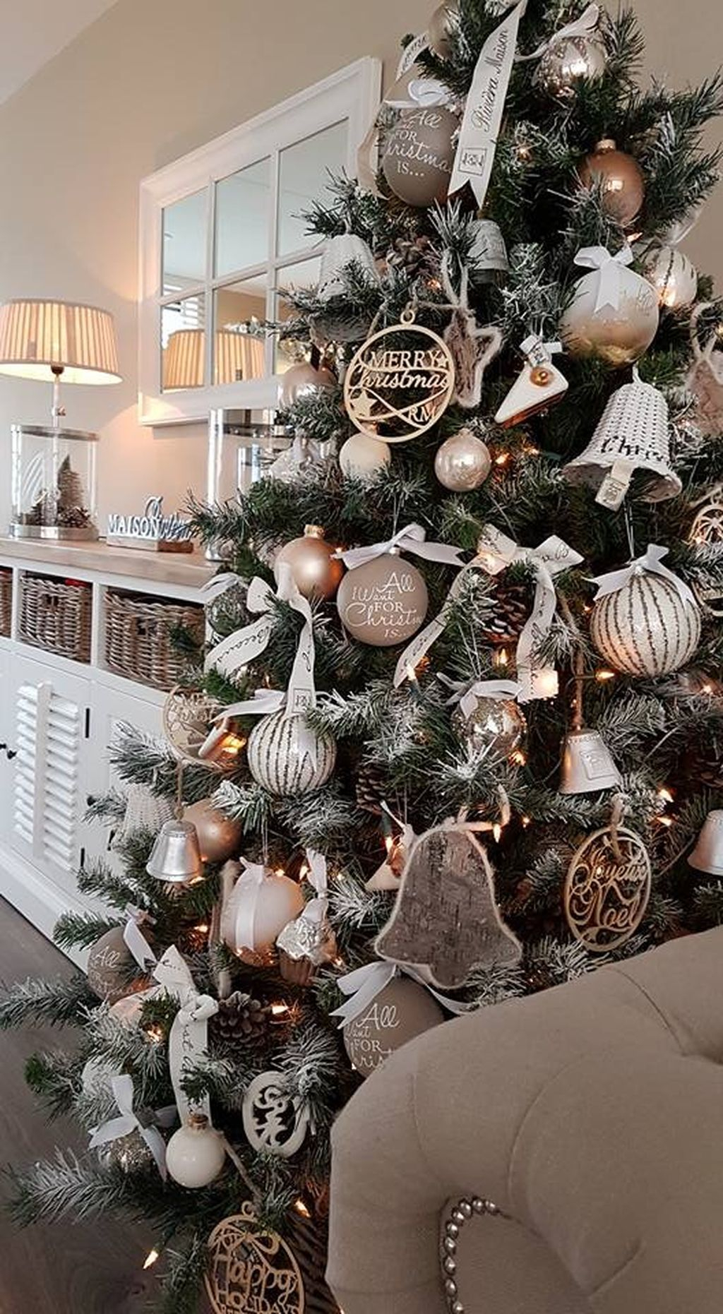 Inspiring Rustic Christmas Tree Decoration Ideas For Cheerful Day 09