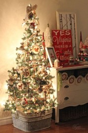 Inspiring Rustic Christmas Tree Decoration Ideas For Cheerful Day 18