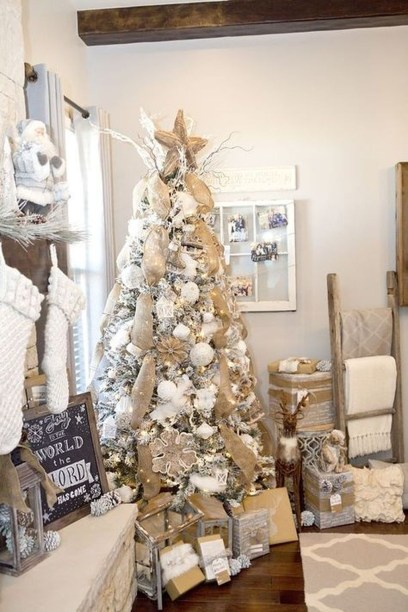 Inspiring Rustic Christmas Tree Decoration Ideas For Cheerful Day 33