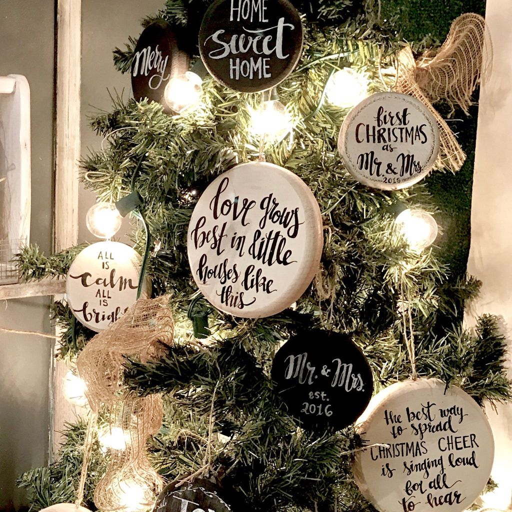 Inspiring Rustic Christmas Tree Decoration Ideas For Cheerful Day 34