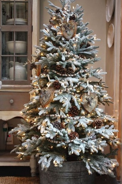 Inspiring Rustic Christmas Tree Decoration Ideas For Cheerful Day 36