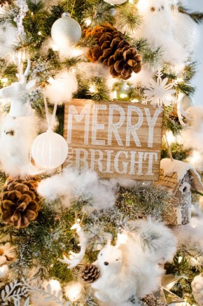 Inspiring Rustic Christmas Tree Decoration Ideas For Cheerful Day 45