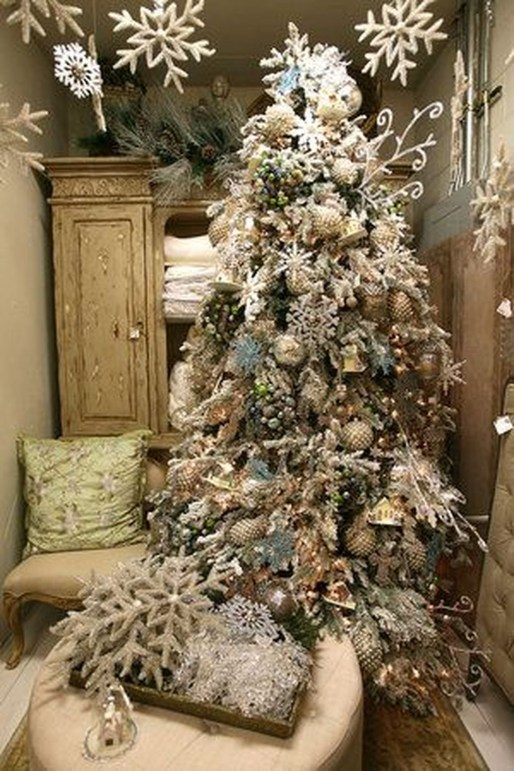 Inspiring Rustic Christmas Tree Decoration Ideas For Cheerful Day 47