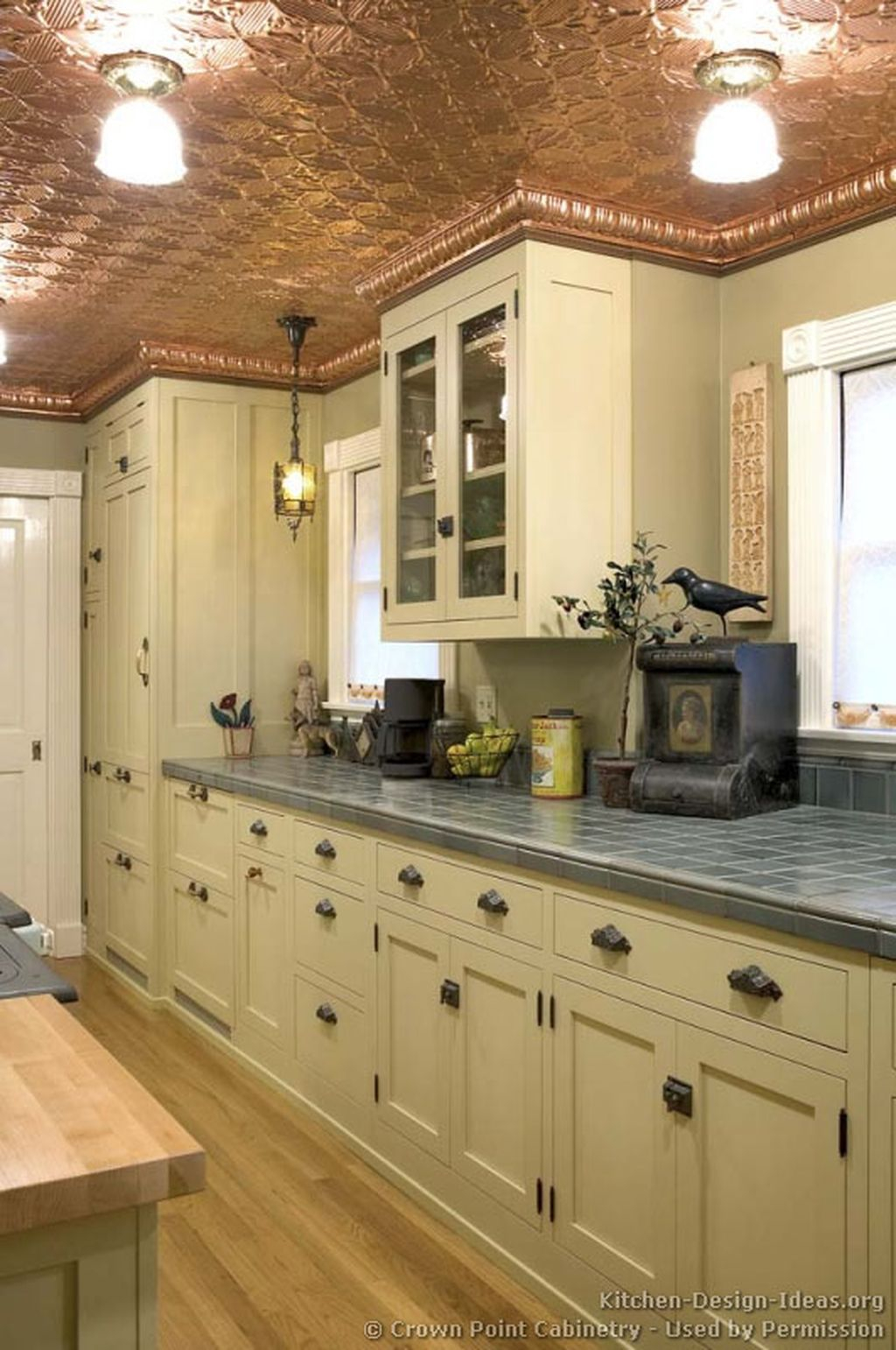 Inspiring Traditional Victorian Kitchen Remodel Ideas 19