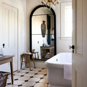 Romantic And Elegant Bathroom Design Ideas With Chandeliers 04