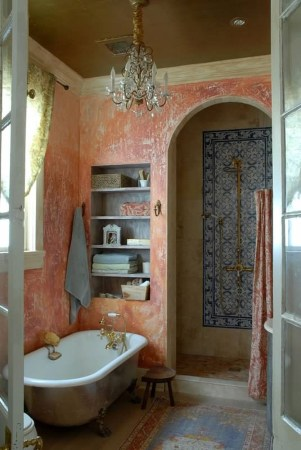 Romantic And Elegant Bathroom Design Ideas With Chandeliers 18