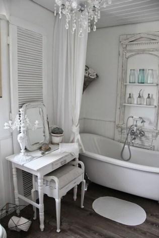 Romantic And Elegant Bathroom Design Ideas With Chandeliers 31
