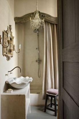 Romantic And Elegant Bathroom Design Ideas With Chandeliers 33