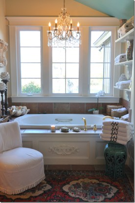 Romantic And Elegant Bathroom Design Ideas With Chandeliers 36