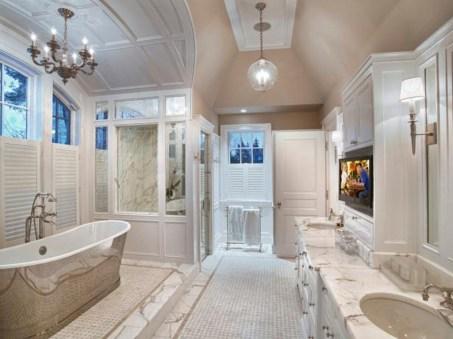 Romantic And Elegant Bathroom Design Ideas With Chandeliers 52