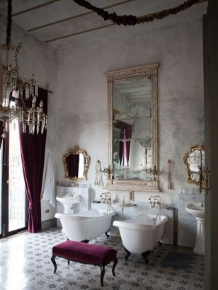 Romantic And Elegant Bathroom Design Ideas With Chandeliers 65