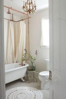 Romantic And Elegant Bathroom Design Ideas With Chandeliers 75