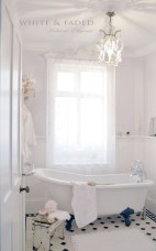 Romantic And Elegant Bathroom Design Ideas With Chandeliers 76