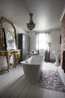 Romantic And Elegant Bathroom Design Ideas With Chandeliers 78
