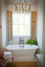 Romantic And Elegant Bathroom Design Ideas With Chandeliers 82