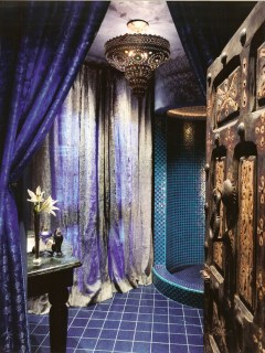 Romantic And Elegant Bathroom Design Ideas With Chandeliers 85