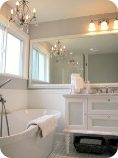 Romantic And Elegant Bathroom Design Ideas With Chandeliers 86