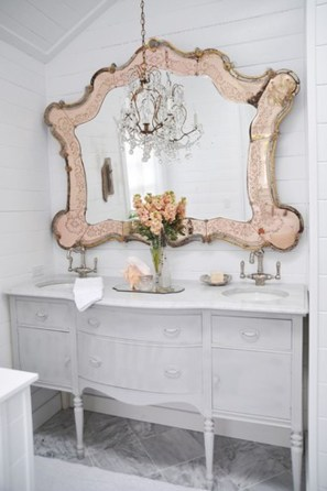 Romantic And Elegant Bathroom Design Ideas With Chandeliers 92