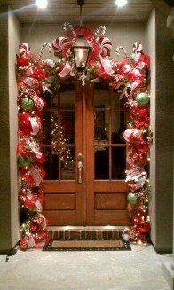Simple But Beautiful Front Door Christmas Decoration Ideas 05