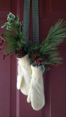 Simple But Beautiful Front Door Christmas Decoration Ideas 07